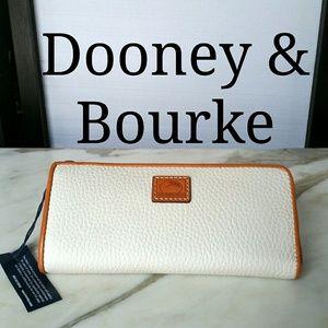 DOONEY & BOURKE NWT WHITE LONG ZIP WALLET